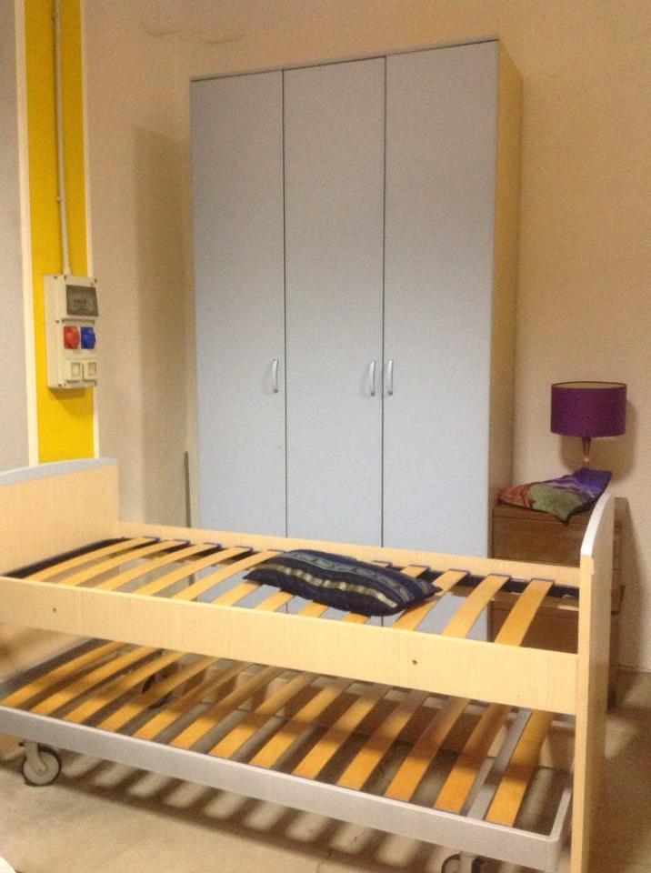 Camere da letto complete moderne giro camere da letto for Camere complete
