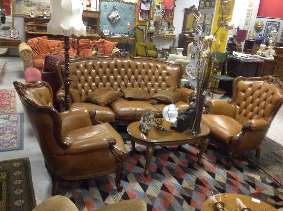 Salotto divano con due poltrone stile barocco piemontese for Sala da pranzo barocco piemontese