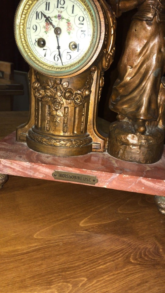 Orologio liberty da tavolo con figura femminile motivi floreali-2