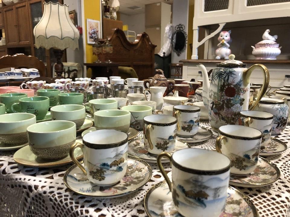 Servizi da caffè di vario tipo in ceramica 2