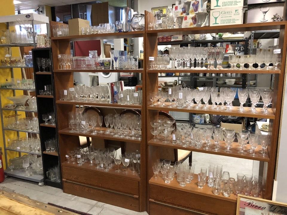 Vari servizi di bicchieri in vetro ed in cristallo 1